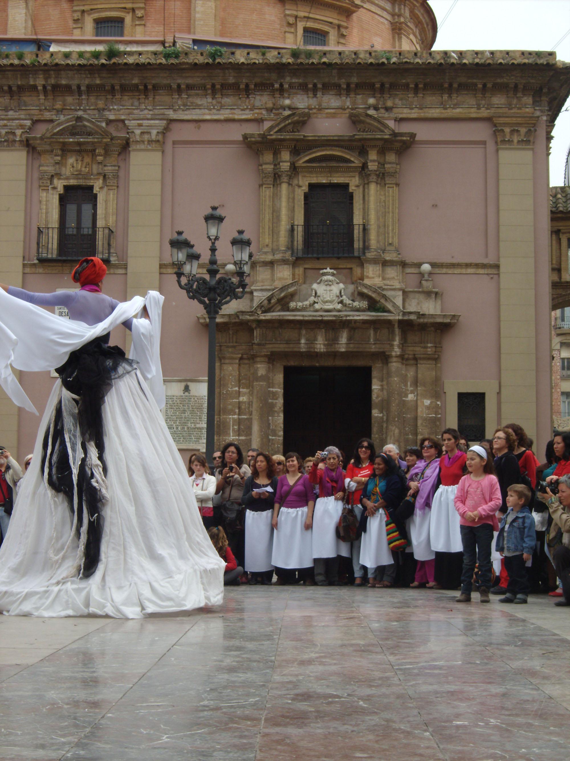 http://ktapress.files.wordpress.com/2011/04/aida-quilcuc3a9-cien-manuelas-valencia-3abril-2011_8.jpg